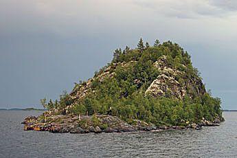 http://www.luontoon.fi/SiteCollectionImages/Retkikohteet/Historiakohteet/Saamelainen_kulttuuriperinto/Ukonkivi/ukonkivi.jpg