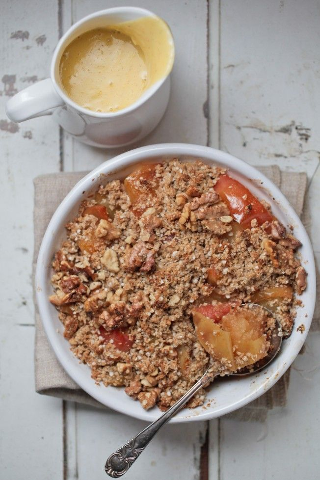 Apple crumble (rolled oats, quinoa or almond meal form the base, cinnamon + vanilla are combined with organic maple syrup + macadamia nut oil) - Teresa Cutter, the healthy chef.