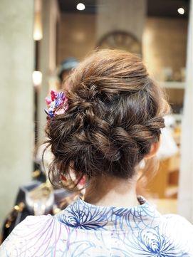 Noele×浴衣×ツイストシニヨン×ヘアアレンジ/Noele hair atelier (ノエル ヘアー アトリエ)をご紹介。2017年夏の最新ヘアスタイルを100万点以上掲載!ミディアム、ショート、ボブなど豊富な条件でヘアスタイル・髪型・アレンジをチェック。