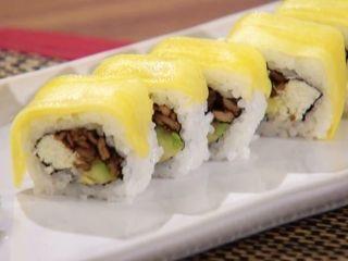 Baramaki sushi - Aguardiente de té - Sushi de cerdo al wok con salsa mango