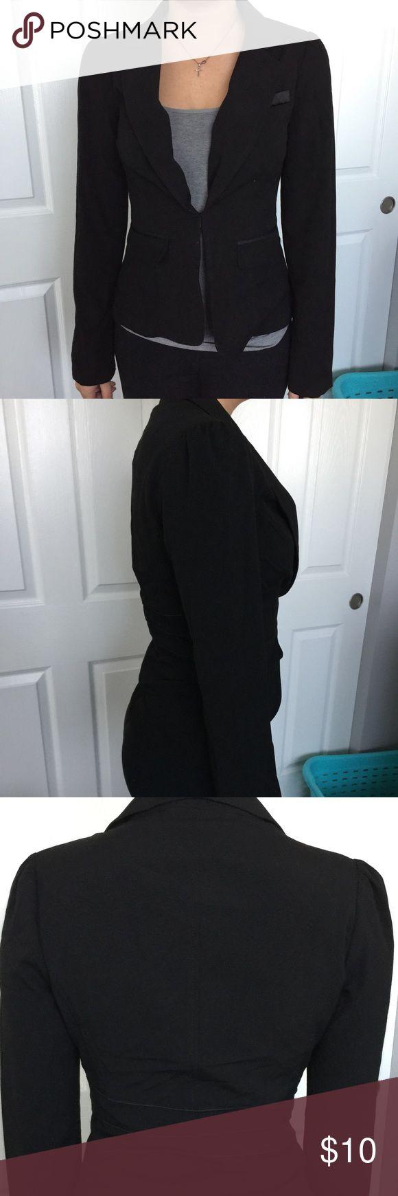 Small Papaya Black Suit Blazer Jacket -- adorable! Adorable black suit blazer jacket from papaya! 10% off all bundles! I accept offers so please use the offer button! 💙 Papaya Jackets & Coats