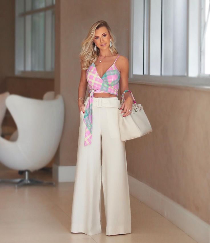 Bom diaaa 🌟 #look @hitoficial (Calça pantalona com cinto largo, que está super em alta + cropped! Chique e moderno né? A coleção de … | Se liga no look