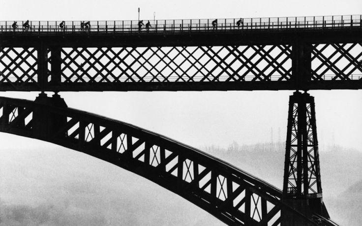 Il ponte di Paderno d'Adda visto da Gianni Berengo Gardin nel 1985 -Storie di un fotografo, Berengo Gardin in mostra a Milano