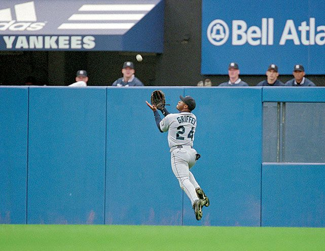 Ken Griffey Jr. makes a running catch during a 1999 Mariners-Yankees game. (V.J. Lovero/SI)Mariners Yankees Games, Seattle Sports, Sports Fanatic, Seattle Marines, 1999 Mariners Yankees, Ken Griffey, Catching 1999, America Games, Athletic
