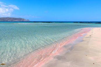 SPIAGGIA DI ELAFONISSI # CRETA# Una spiaggia dalla bellezza disarmante la più bella di Creta. Un luogo incantato e romantico da vedere almeno una volta nella vita. In perfetto stile Caraibico, Elafonissi ha sabbia bianca dalle sfumature rosa, acque cristalline di colore turchese del mare. Una vera perla del Mar Libico.
