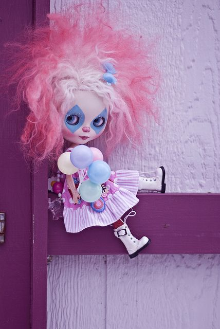 The only good clown is a Blythe clown.  And then only the innocuous looking ones :-)