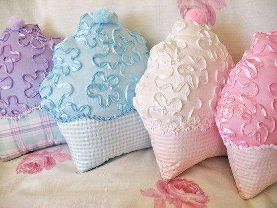 Cupcake Pillows  ... These are the cutiest!