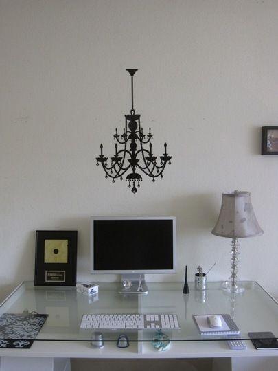 lamp vinil in from of the imac