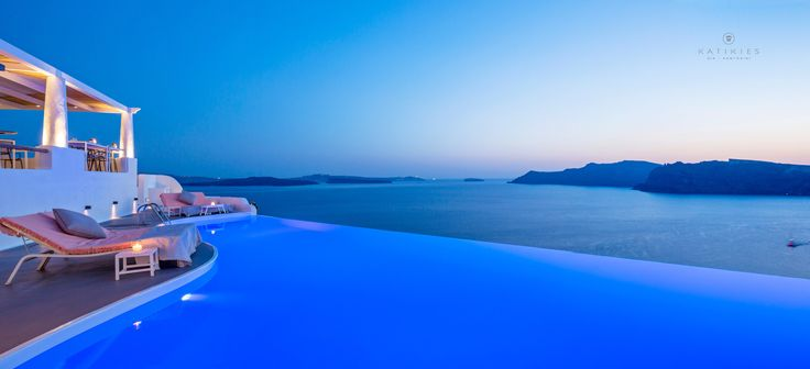Katikies Hotel | sunset by the infinity pool | SELTZ Champagne Bar & Restaurant