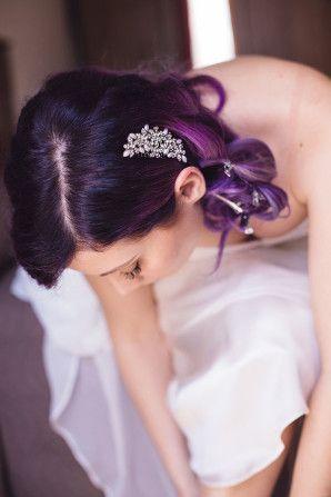 pretty comb + purple hair http://weddingwonderland.it/2015/09/matrimonio-anni-20-vico-equense.html
