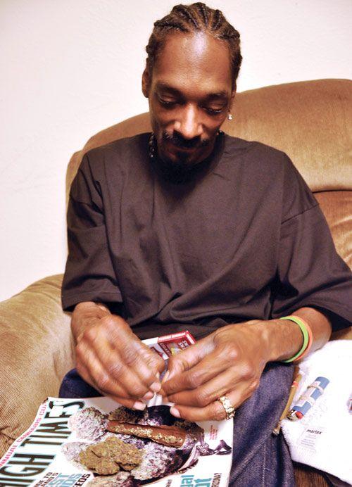 Snoop rollin one
