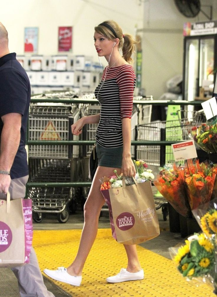 Taylor+Swift+Shopping+Whole+Foods+oWLJ3J0ZnI5x.jpg (748×1024)