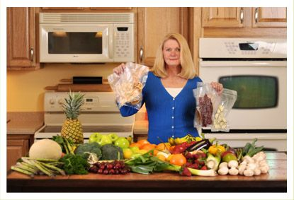 Dehydrate2store  Best website to learn how to dehydrate and package food for long term storage.Chella's Common Cents