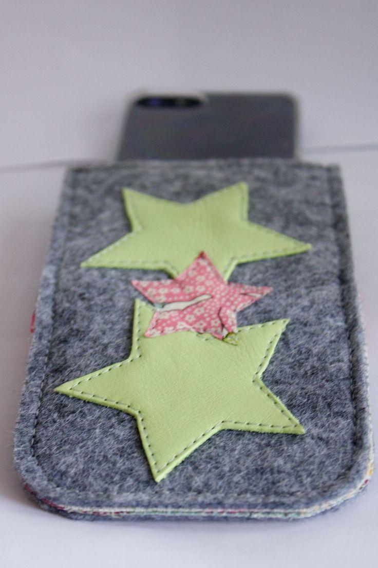 Housse/pochette Iphone en feutre, cuir et Liberty : Etuis portables par by-vanessa