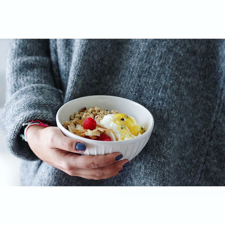 Afternoon bowl🍚 #instafood #foodporn #foodphotography #propstyling #onthetable #foodstagram #blog #stories #foodblogger #f52grams #white #instadaily #food #foodbloggers #thekitchn #feedfeed @thefeedfeed #foodprnshare #gloobyfood #forkfeed #instagood #life #foodie #foodgasm #foodpics #raspberries #greekyogurt #passionfruit #pecannuts #bowl #meathekitchen
