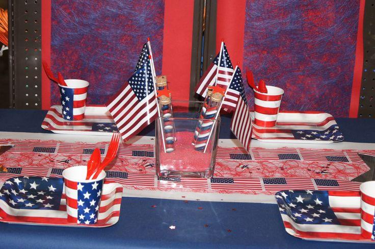 Décoration de table USA -- www.le-geant-de-la-fete.com @legeantdelafete #deco #pays #USA  #table #inspiration #chemindetable #unitedstate #drapeau #amérique #gobelet #assiette