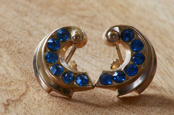 Vintage Coro Gold Tone Screw Back Earrings with Light Blue Rhinestones by flatlandfinery on Etsy