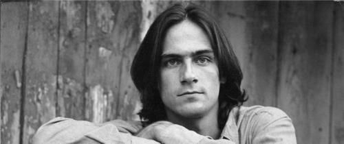 Does the song 'Fire and Rain' chronicle the death of James Taylor's girlfriend in a plane crash?