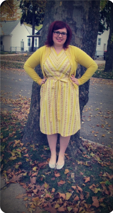 love this outfit! Sunny, fun yellow!