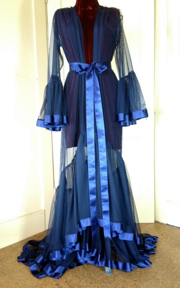 Robe de chambre par Catherine D'Lish.