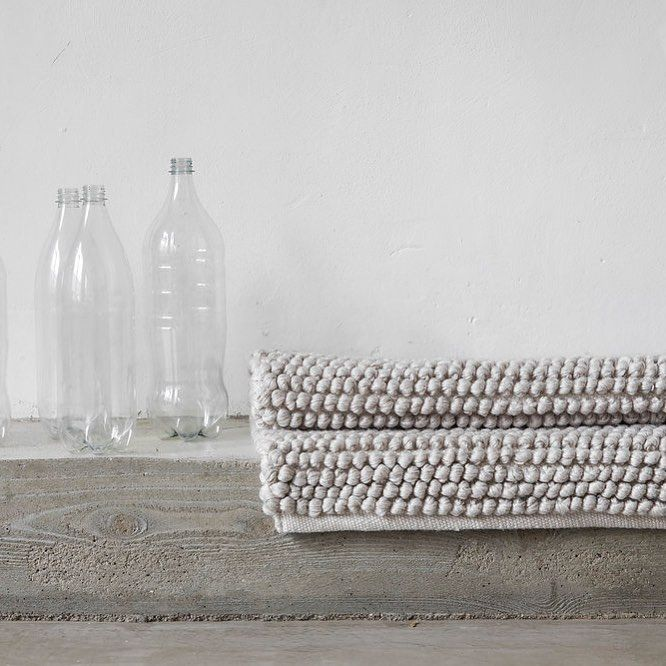 From Pet Bottles To Rugs Our New Favourite Material Is Recycled Pet Yarn Pet Yarn Feels Like Wool And Gives You A Lu Skandinavisk Inredning Matta Inspiration