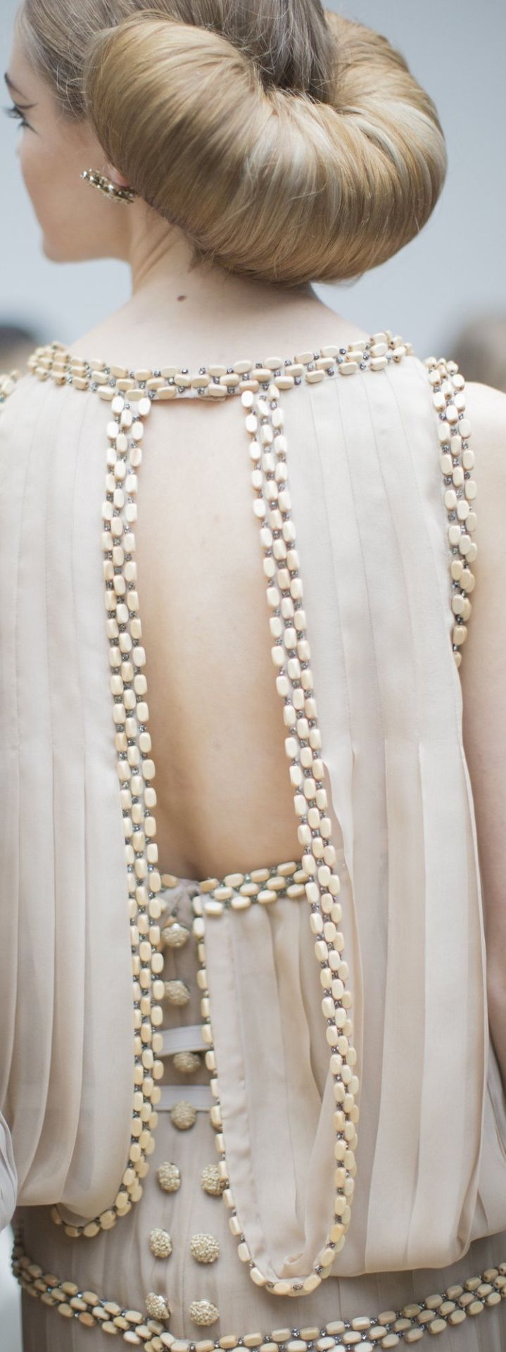 Chanel Spring 2016 .......portofolio is hanging on the hip - hip......get outtahere :))) sundaymorningAHA...Can I puge , please...VENTILATION ! A-ha-ha :)))