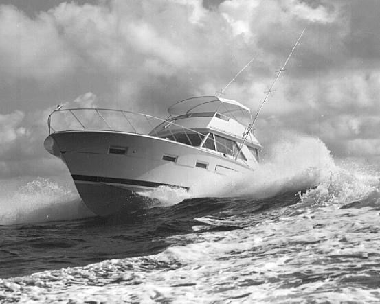 843360b32cc9bdf954b9a77168038c84 runabout boat chris craft 43 best fiberglassic boating images on pinterest boating, chris Chris Craft Marine Engines at alyssarenee.co