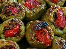 Σήμερα έχουμε Πολίτικη συνταγή για λαδερές γεμιστές πιπεριές.