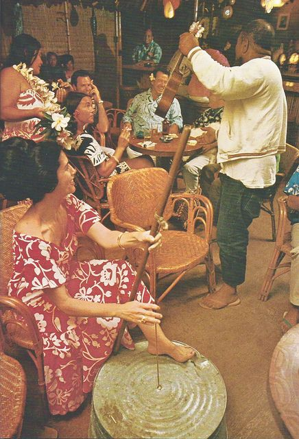 Tahiti Nui Bar - Hanalei,  Kauaʻi  1970. Omg it hasn't changed. Well except for the awesome doos.