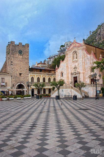 Piazza IX Aprile - Messina, Sicily, Italy