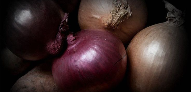 The Difference Between Red, White and Yellow Onions | The TipHero