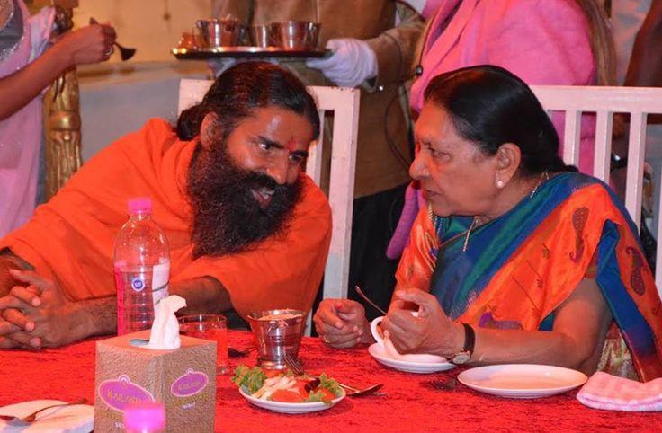 गुजरात की मुख्यमंत्री माननीय आनंदी बेन पटेल के साथ योग और अध्यात्मिक विषयों पर चर्चा..... #Gujarat #Yoga .