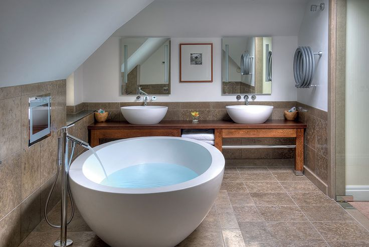 Here our #freestanding Feel #bathtub in the suites of Linthwaite Country House Hotel: one of the most luxurious #hotels in the English Lake District.#Teuco
