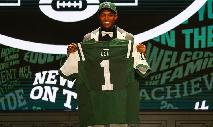 REPORT: Jets sign LB, No. 20 overall pick Darron Lee to rookie deal = According to a report from Adam Schefter of ESPN on Wednesday afternoon, the New York Jets have finally come to terms with linebacker and first-round pick Darron Lee. With only two unsigned first-rounders still.....