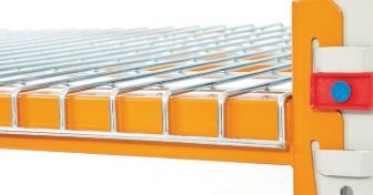 Drop over wire shelf and apex pallet racking showing plastic beam lock