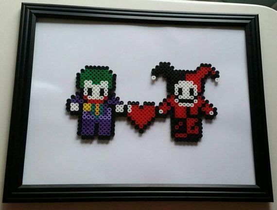 Handgemaakte Joker en Harley Quinn perler kraal cijfers ingelijst in 12 x 10 inch zwarte muur frame.  Ideaal voor collectibles of cadeaus. Ik neem aangepaste bestellingen voor alle tekens van iedere video games en films, evenals elk soort dier ect. Stuur me een foto van het object dat je wilt en ik zal mijn magische werk.  Hebt u vragen voel je vrij om mij bericht op elk gewenst moment