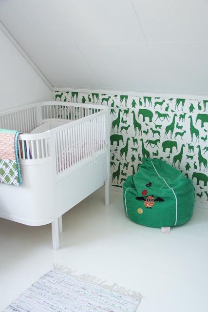 i love the wallpaper on the awkward short wall. @Liza Flores Flores Flores Coombs that could be fun for the guest room.Guest Room, Kids Room, Kelly Green, Animal Prints, Baby Room, Little Animal, Green Nurseries, Babies Rooms, Accent Wall