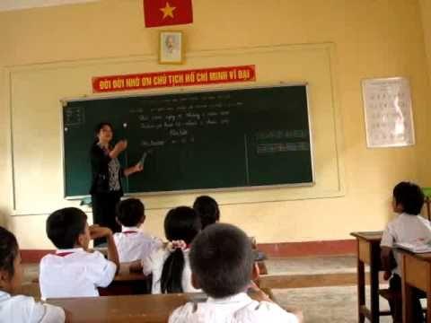 Cô H'Loan Mlô dạy tiếng Êđê