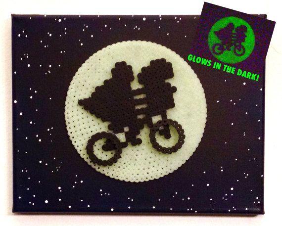 Resplandor en el arte Retro E.T. oscura. Arte por ThePixelArtShop