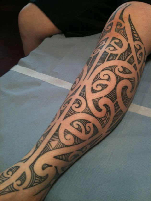 die besten 25 maori leg tattoo ideen auf pinterest. Black Bedroom Furniture Sets. Home Design Ideas