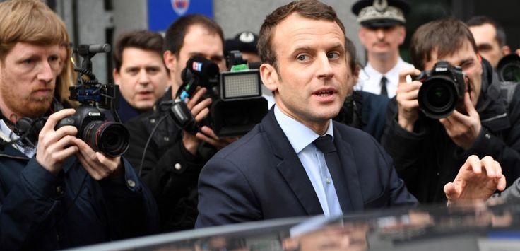 """Où sont passés les millions de Macron ? Le """"brouillard"""" est levé Où sont passés les millions d'Emmanuel Macron ? """"L'Obs"""" posait la question au début de l'année dans une enquête sur la fortune personnelle de l'e... http://tempsreel.nouvelobs.com/presidentielle-2017/20170327.OBS7190/ou-sont-passes-les-millions-de-macron-le-brouillard-est-leve.html"""
