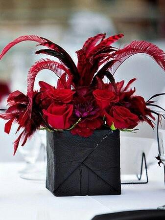 Stunning Wedding Red, Black & White ☆ Wedding Centerpiece Bodas en rojo http://www.elblogdeboda.com/