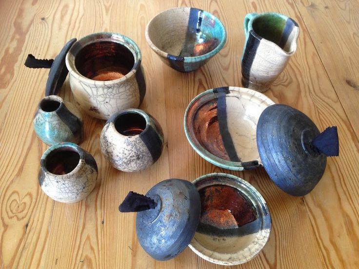 από μαθήματα κεραμικής, δημιούργησα με τους καλοκαιρινές μαθητές (Νορβηγία) διάφορα αντικείμενα στο τροχό με την τεχνοτροπία ΡΑΚΟΥ