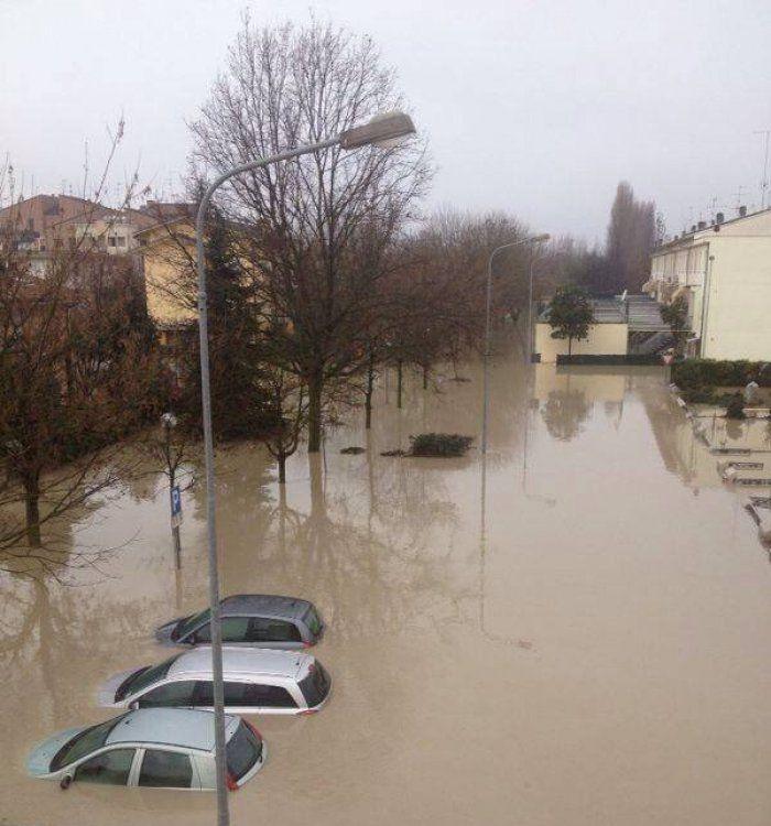 #Maltempo in #Emiliaromagna, alluvionati e incazzati, fronteggiano l'alluvione sul #web