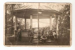 k. Old Photo Soldiers some in uniform in the Rest Alcove Garden House - to identify place | For sale on Delcampe