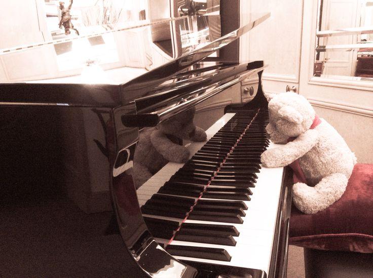 #playingpiano #lobby