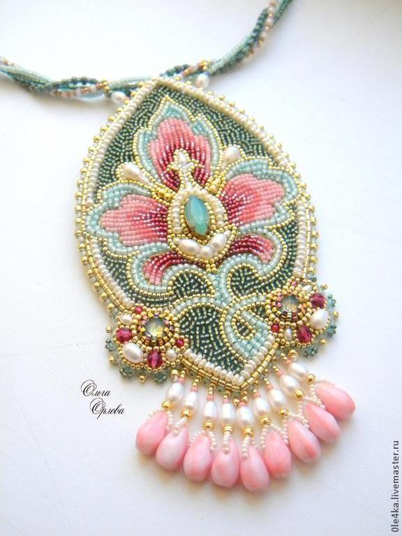 Neckpiece by Russian beader Olga Orlova. Bead embroidery, fringe.  Seed beads, various glass beads and pearls. More at http://viola.bz/russian-beadwork-artist-and-jeweler-olga-orlova/