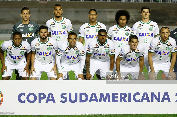 Players of Chapecoense pose for a photo prior a first leg match between Independiente and Chapecoense as part of Copa Sudamericana 2016 at Libertadores de America Stadium on September 21, 2016 in Avellaneda, Argentina.