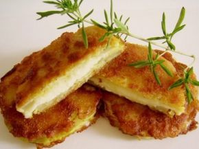A kedvencem lett, jobb mint a rántott husi! :) Hozzávalók: 2 cukkini 20 dkg sajt (ízlés szerinti) 2 tojás 4 evőkanál liszt 4 evőkanál zsemlemorzsa só, bors olívaolaj Elkészítése: A cukkinit meghámozzuk és vastagabb szeletekre vágjuk, majd...
