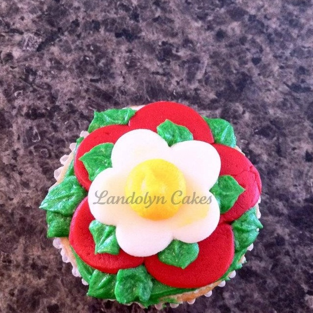 My Tudor rose cupcake